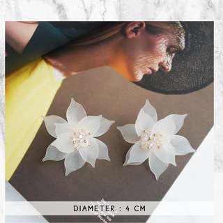 Korean style flower earring (white)