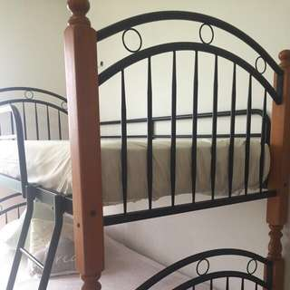 Bed - 1 x pair single beds or 1 x bunk bed/double decker