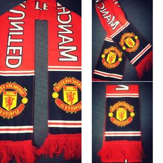 🚚 Manchester United football scarf for supporters!
