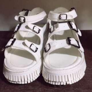 🚚 小白涼鞋