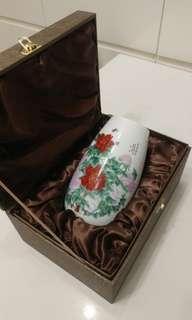 """精美白色小瓷花瓶""""富貴蝶來"""""""