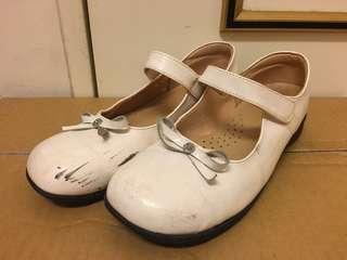 🚚 白色娃娃鞋