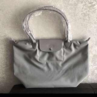 Longchamp 全灰側咩袋,100% new,購自英國有單