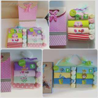 🚚 Newborn baby girl boy gift set 4pcs Carter's short sleeve romper bodysuits onesie jumper washclothes pretty