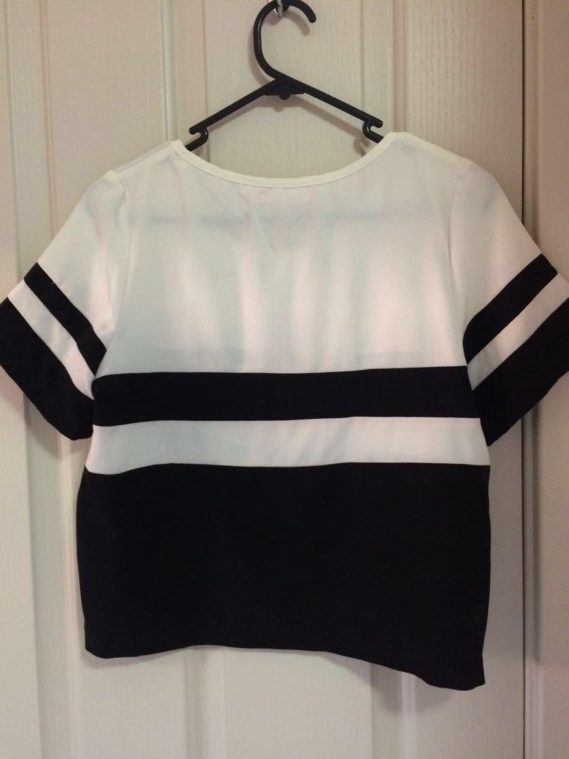 Boxy monochrome workwear cropped tee