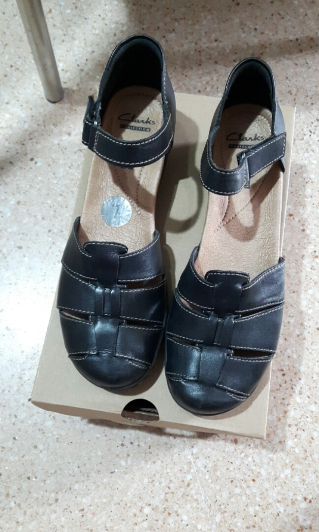 542642df560 Clarks cushion soft leather shoes