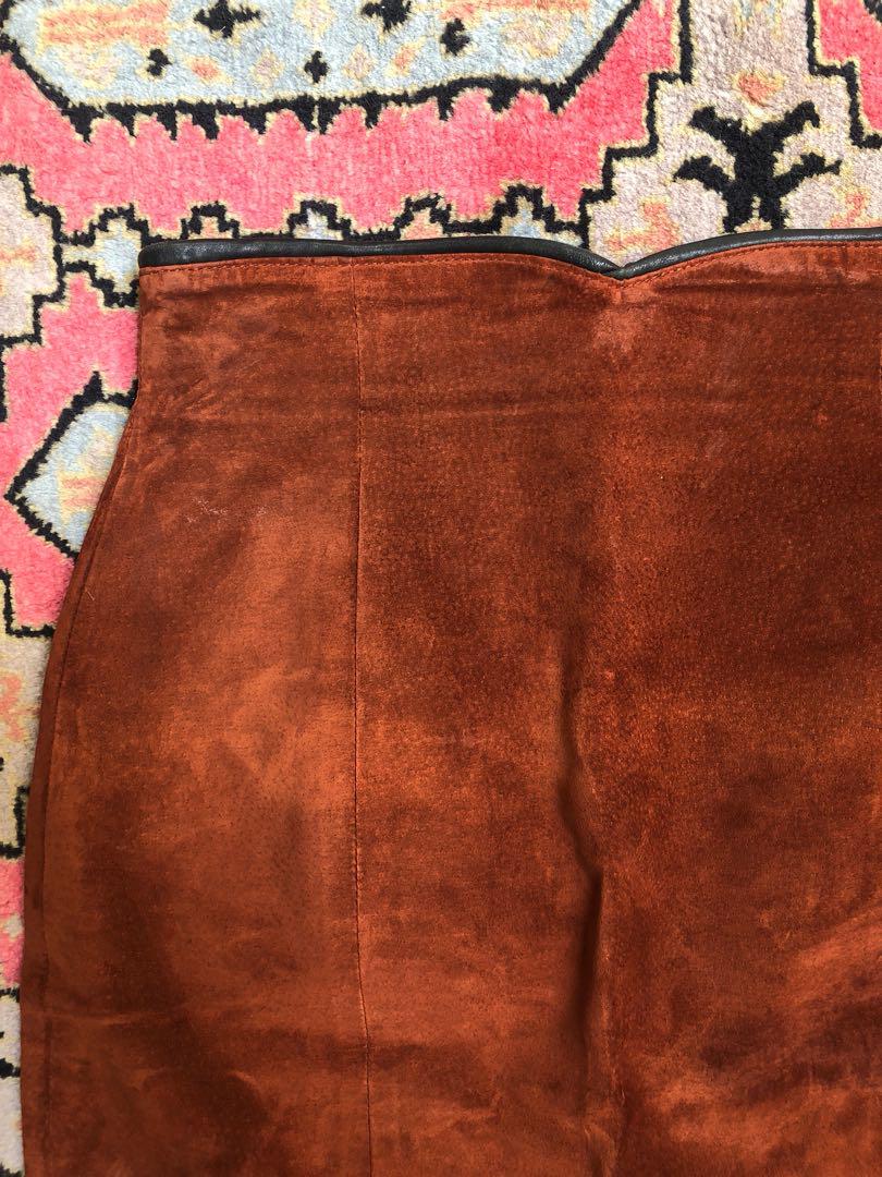 Danier suede skirt size 27