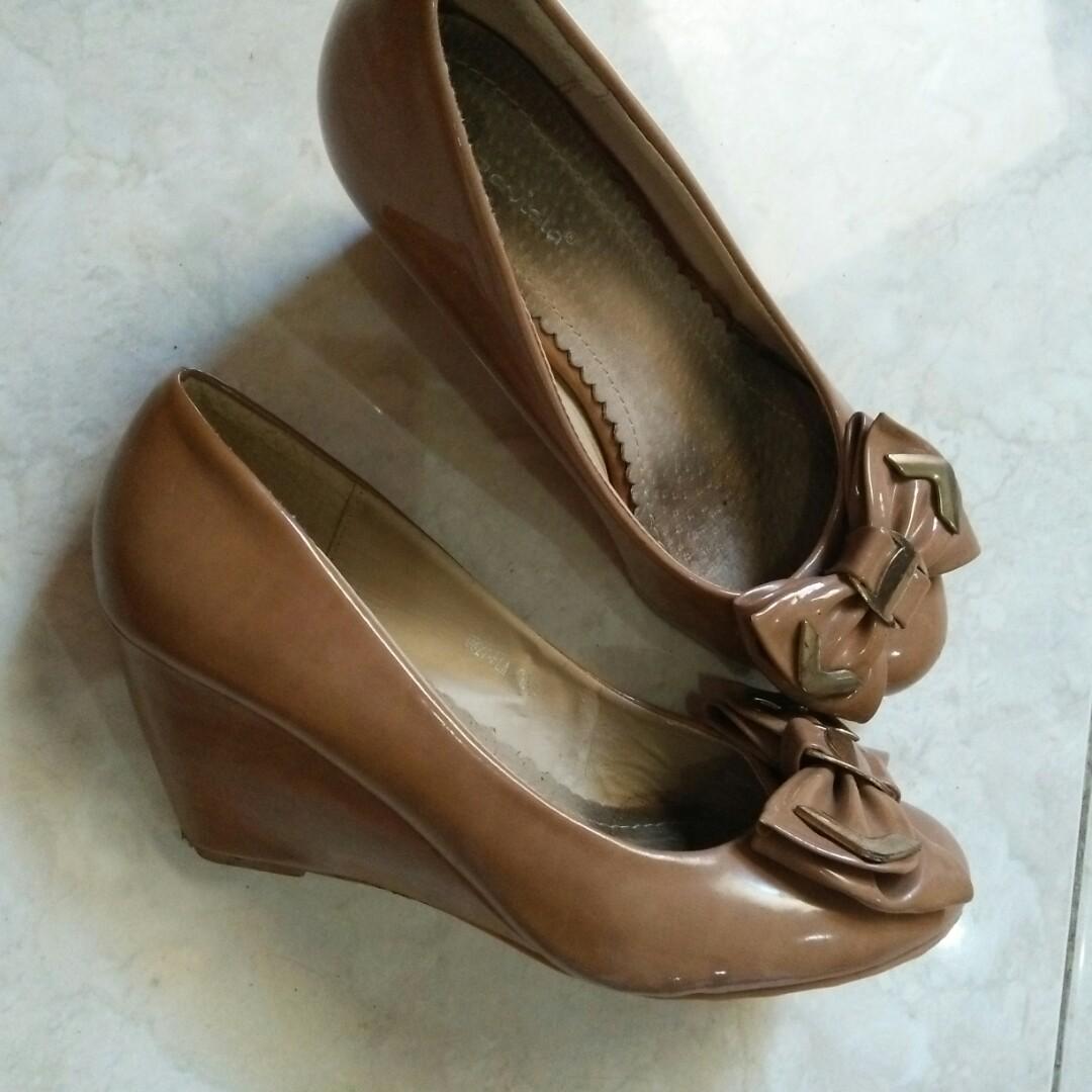 Sepatu Loviola Matahari Preloved Fesyen Wanita Di Carousell Nuku Boston Black Suede Heels Hitam 37