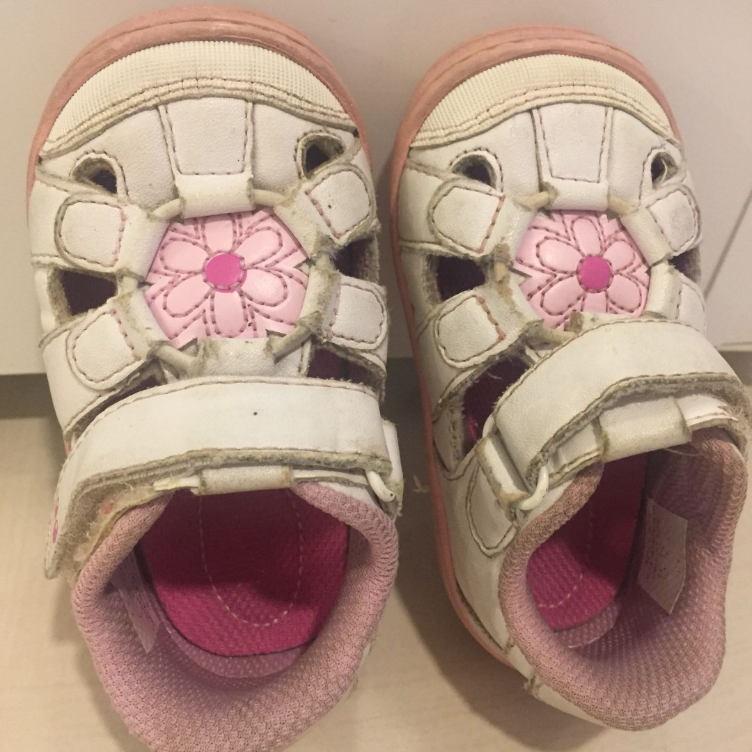 ed4888e5a Stride Rite Baby Girl Shoes, Babies & Kids on Carousell