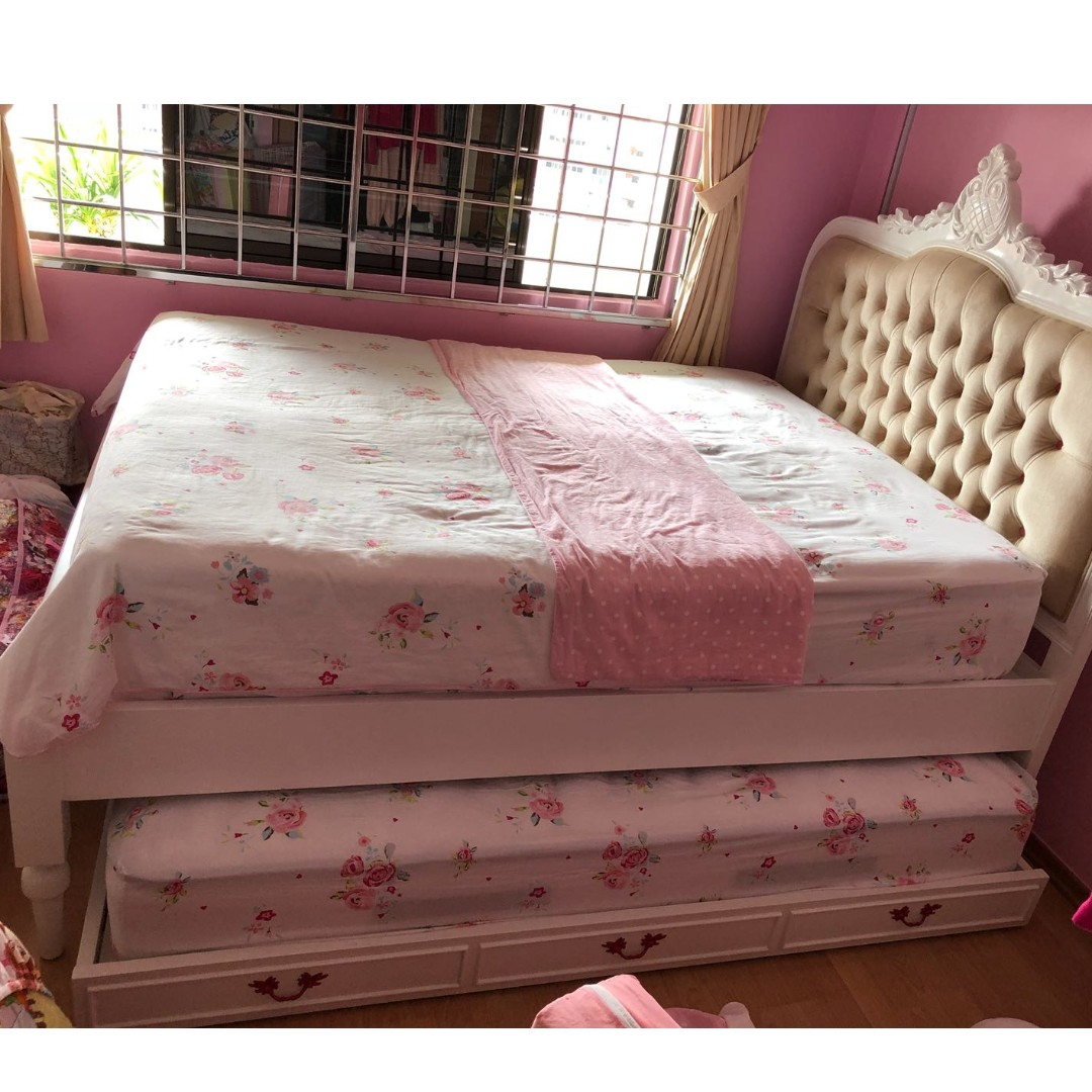 Victorian Style Queen Size Bed Frame With Single Pull Out Furniture