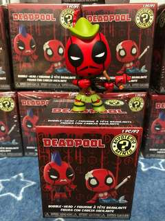 Funko! Deadpool Mystery Minis - Robin Hood Deadpool(Hot Topic Exclusive)