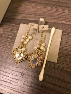 Barbie mirror dangling pearl earring