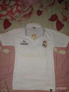 Kaos kerah Real Madrid