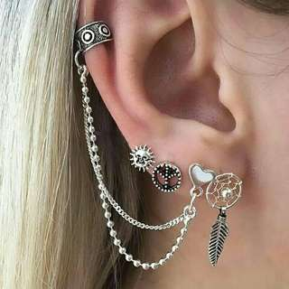 4 pairs if earings/studs