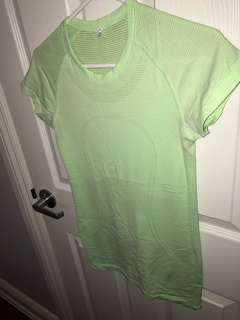 GREEN LULULEMON SHORT SLEEVE TOP WORN ONCE