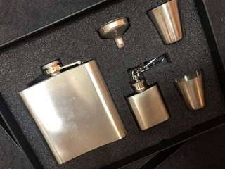🚚 Stainless steel hip flask