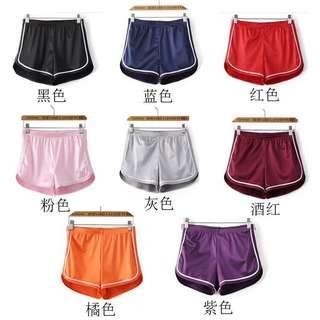 。熱銷緞面居家運動短褲。八色