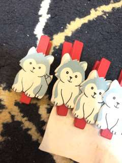🚚 Wooden pegs with dog