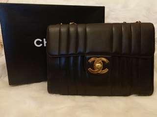 現貨Vintage Chanel黑色羊皮粗條紋大金扣Jumbo flap bag