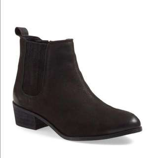 NEW Steve Madden Suede Chelsea Boot size 6