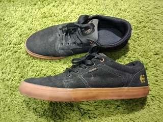 Sepatu etnies