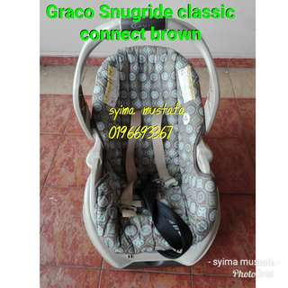 Graco Snugride Classic Connect car seat