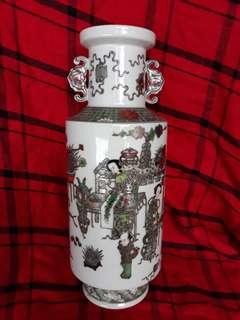 清乾隆年款粉彩花瓶30m 高。特价