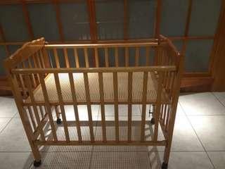 🚚 原木九成新的嬰兒床特價出清