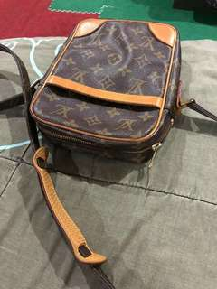 Lv  sling bag original