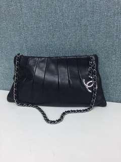 Chanel black leather chain cc logo bag