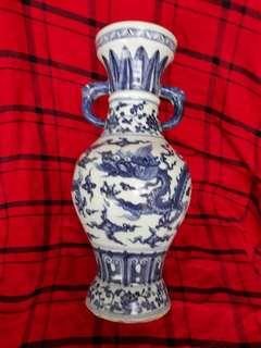 大明宣德年到代青花云龍双象耳青花瓶32cm 高。