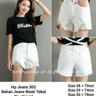 NEW HOTPANTS 💕💕 HP JEANS PANTS  Idr 155 rb Details :  Size 28,29,30  Detail waist ad difoto Length 32cm Fabric : jeans non stretch 💕💕
