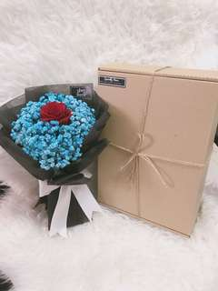Rose bouquet with Kraft boxes