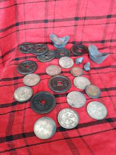Ancient Qing era coins . Take the whole lot at 100.清代錢币。全部特价100
