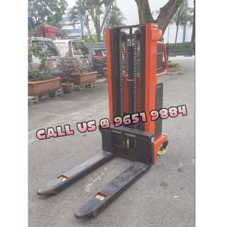 Semi-electric stacker 2m