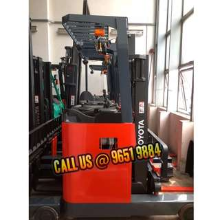 Reach Truck (Newer model, display with wheel indication)