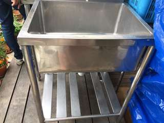 Single large commercial Sink