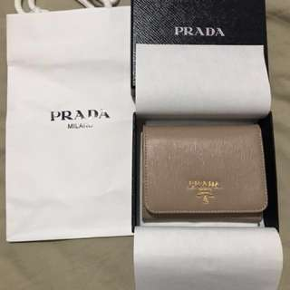 New 正版全新厚薄兩款Prada 短銀包/散紙包 (齊色 ),可代購此款Prada short wallet
