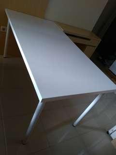 Meja Putih IKEA