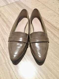 HERLS內真皮卡其色尖頭樂福鞋