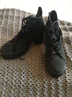 Lipstick Black Platform shoes