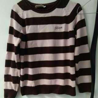 Sweater Flea