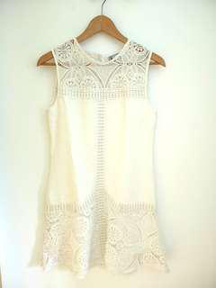 Hervelvetvase hvv white crochet dress