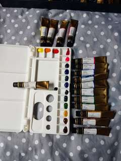 A palette sample of Mijello Mission gold class watercolour palette