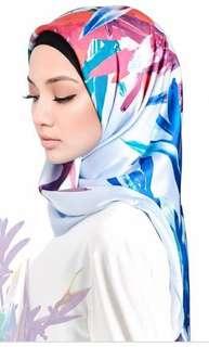 🚚 Maya by Naelofar Hijab