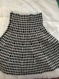 Reversible grid skirt