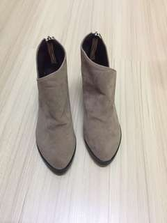 Beige ankle boot OL style