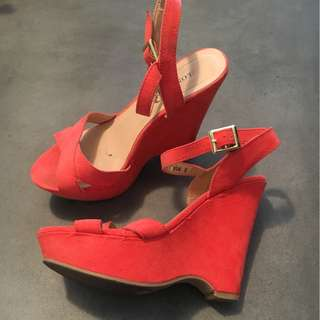 Coral Wedges Size 6