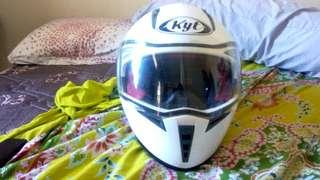 Helm KYT Runner 2, white.