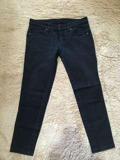Jeans hitam uniqlo